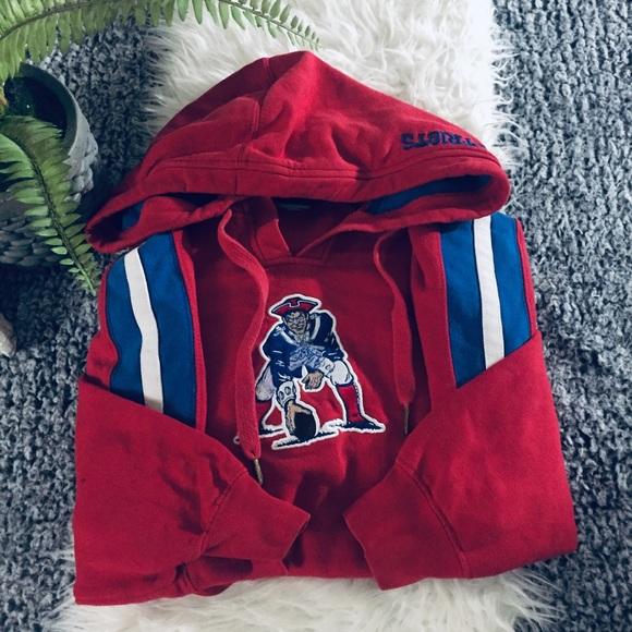 5758100cc01 ♥️NFL Patriots vintage embroidered logo hoodie 💙.  M 5c3d6acb04e33da0bc7a11af